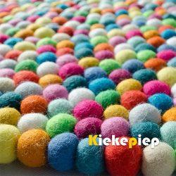 Viltbolletjes kleed vierkant multicolor