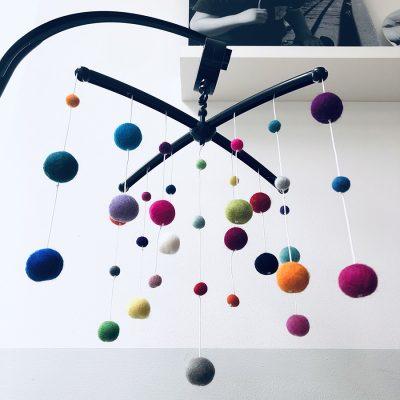 Muziekmobiel vilt bolletjes multicolor