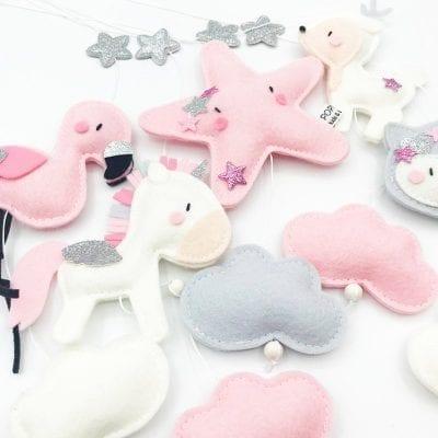 Muziekmobiel vilt unicorn hertje flamingo en vosje roze